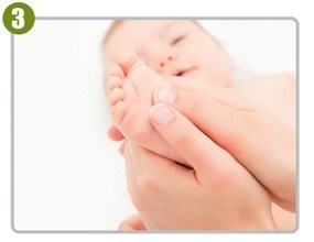 Natural-Oil-Baby-Massage-Step3